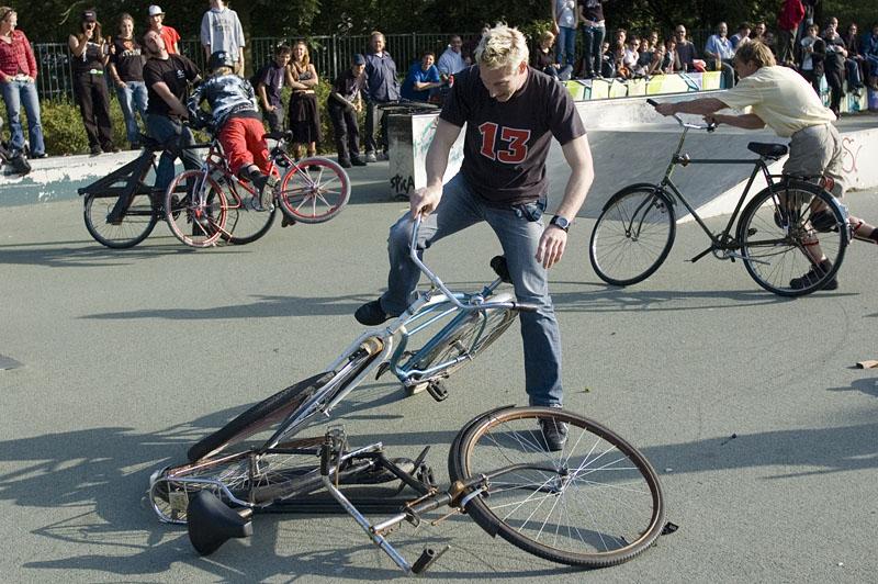 bikewars8kl.jpg